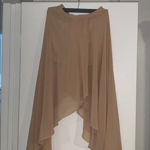Long skirt cute with a fashionable crop top